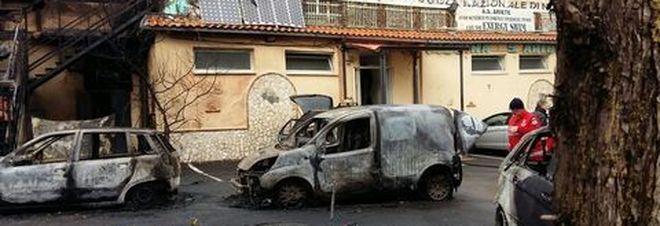 Napoli esplosione in piscina ariete identificato uno dei - Piscina ariete napoli ...