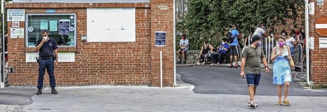 Covid in Campania, il Cotugno è di nuovo pieno: via al piano B per recuperare posti letto