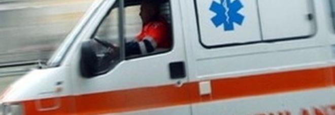 Napoli, colpisce un'ambulanza con una mazza da baseball durante una rissa: denunciato