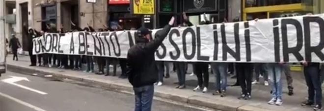 """Risultati immagini per """"Onore a Mussolini"""": a Milano lo striscione"""