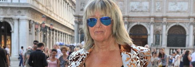 Morta a Venezia la stilista Fiorella Mancini: l'atelier in campo Santo Stefano e i suoi capi amati da Elton John