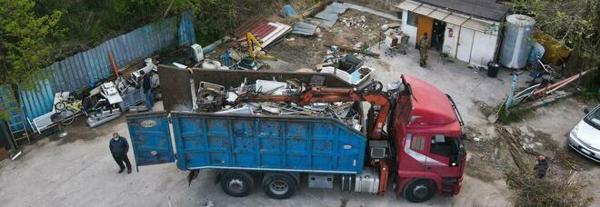 Terra dei Fuochi, sequestrati due camioncini pieni di materiale di scarto ferroso