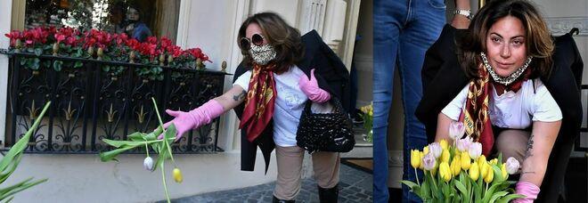 Lady Gaga saluta Roma: «Sono orgogliosa di essere italiana». E lancia tulipani gialli ai fan