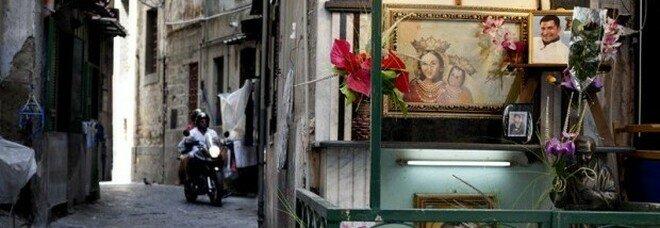 Camorra, il comandante dei carabinieri di Napoli: «Altarini e murales sono simboli, è giusto rimuoverli»