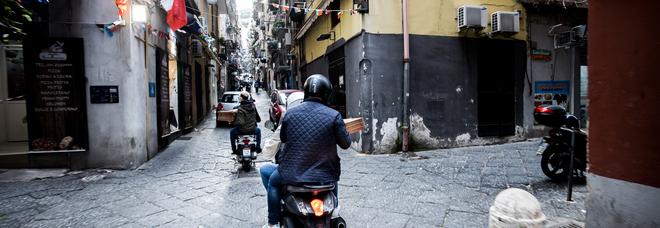 Coronavirus a Napoli, riapre la pasticceria e offre un'infornata di dolci a tutti i poveri