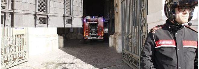 Principio incendio alla Reggia (foto Luciano Frattari)