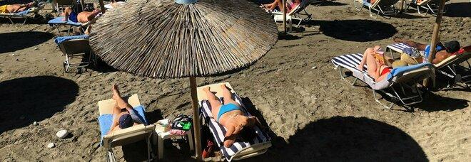 Grecia, via alla stagione turistica: per le vacanze sull'isola serve vaccino o test