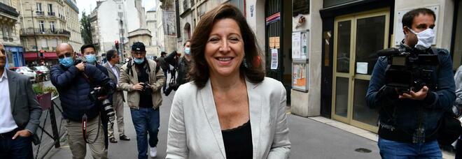Agnès Buzyn, indagato ex ministro della Salute francese: «Durante il Covid ha messo in pericolo la vita altrui»