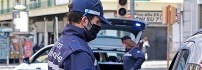 Napoli, serrati controlli sul territorio contro i parcheggiatori abusivi e il contrabbando di sigarette: 15 i denunciati