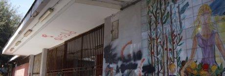 Degrado e pericoli nell'area mercato: chiuso da 5 anni, lavori bloccati