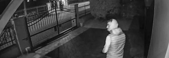 Posta la foto del ladro su Facebook: «Tutti devono vederlo, aiutatemi a trovarlo»