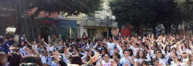 Il flash mob dei bimbi di Acerra, stamattina