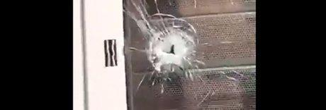 Sparatoria a Roubaix, uomini armati in fuga: «Restate a casa» | Video