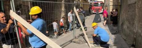 Crolla solaio palazzo nel Napoletano: nessun ferito, evacuate tre famiglie
