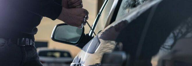 Ruba l'auto a due anziani: 39enne arrestato dai carabinieri nel Napoletano