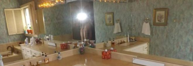Selfie nudo nell 39 annuncio della casa in vendita foto hot for Piani della casa del barndominio