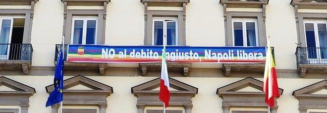 Debito, niente sconti a Napoli: il no della Consulta fa tremare Dema