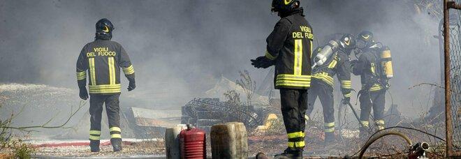 Roma, incendio su Via Aurelia: un vigile ustionato, 4 intossicati