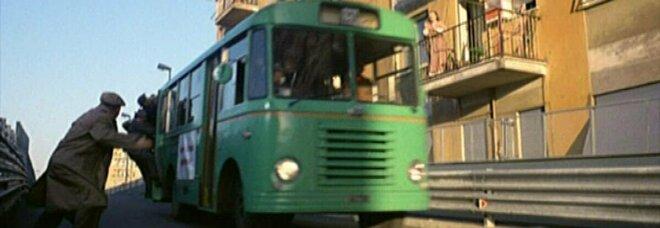 Roma, arriva la fermata del bus per ricordare Fantozzi che sale al volo