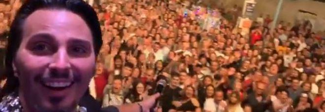 Napoli, blitz dei vigili urbani alla Pignasecca: interrotto concerto non autorizzato di Tony Colombo