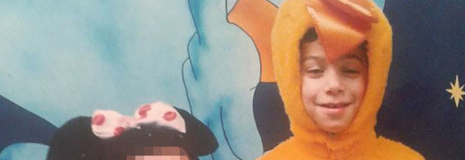 «Bimbo di 7 anni morto in casa nel Napoletano, ferita la sorella