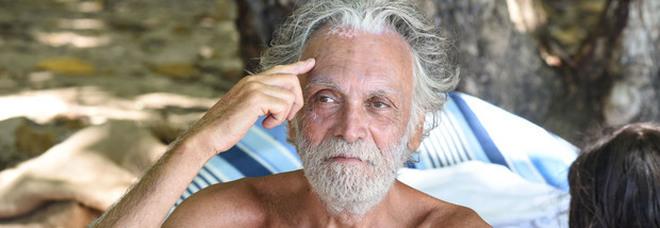 Isola dei Famosi, malore per Riccardo Fogli: «Potrebbe lasciare il programma e tornare a casa»