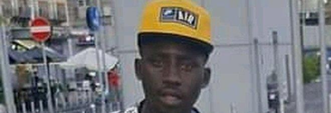 Napoli, immigrato con il collo rotto muore dopo un mese in ospedale: giallo sull'incidente