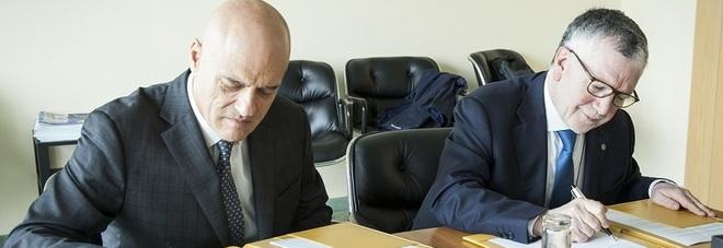 Claudio Descalzi (a sinistra) e Massimo Inguscio
