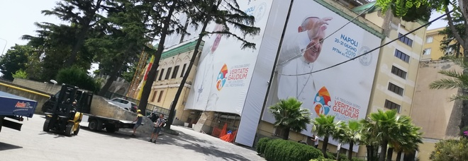 Gli studenti (laici) di teologia scrivono a papa Francesco atteso a Napoli: «Una scuola di formazione politica»