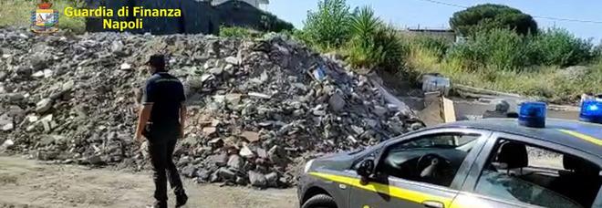 Traffico illecito di rifiuti speciali, quattro arresti tra Napoli e Caserta