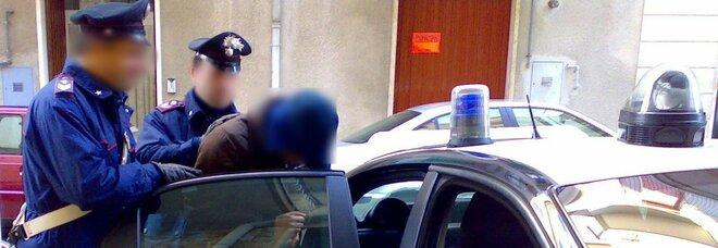 Portici, con un coltello rapina una Smart e uno scooter: arrestato pregiudicato