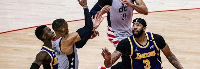 Nba, i Lakers vanno ko senza LeBron James. Bene Utah e Phoenix: i risultati delle partite