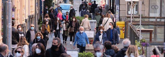 Covid in Campania, oggi 2.069 positivi e 13 morti: l'indice di contagio resta stabile al 10%