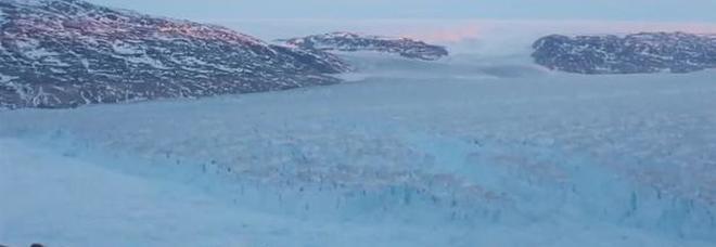 Groenlandia, enorme iceberg si stacca dal ghiacciaio