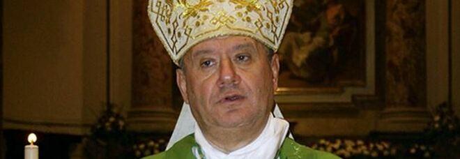 Il vescovo di Acerra: «Accogliere i rifiuti di Roma? Idea folle, De Luca ci difenda»