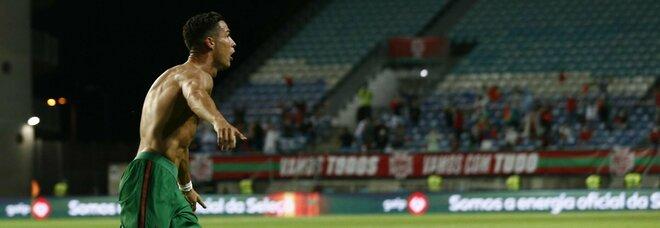 Ronaldo, il Portogallo vola: doppietta da record e solo pari per la Francia