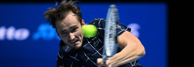 Atp Finals: Medvedev liquida Zverev, Djokovic parte forte