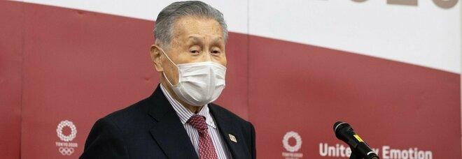 Olimpiadi di Tokyo, il presidente del comitato organizzatore: «Le donne durante le riunioni parlano troppo». Pronto a dimettersi