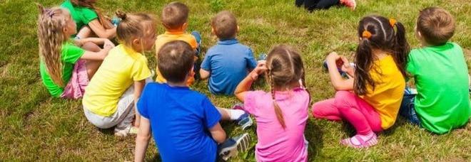 Centri estivi, mascherine obbligatorie per i bimbi sopra 6 anni. Vietati assembramenti di genitori