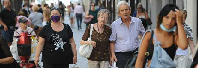 Covid Italia, bollettino oggi 24 luglio: 5.140 casi e 5 morti, tasso di positività scende a 1,2%