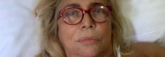 Paura per Mara Venier, la foto in ospedale con la flebo: «Ho perso completamente la sensibilità...»