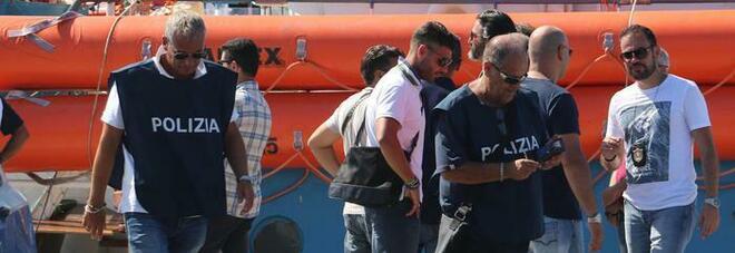 Migranti, scoperta banda di trafficanti di uomini: 14 arresti. Ecco come operava