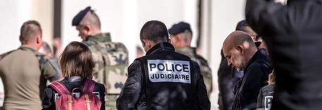 Terrorismo, attentato sventato in Francia: arrestati due fratelli egiziani, volevano fabbricare veleno al ricino
