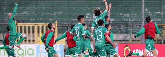 L'Avellino liquida il Bari: 1-0 il finale e caroselli dei tifosi