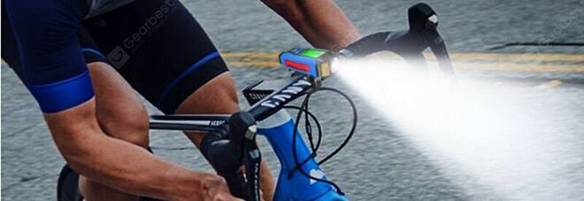 Ciclista ubriaco fermato dai carabinieri: nella borraccia vino rosso al posto dell'acqua