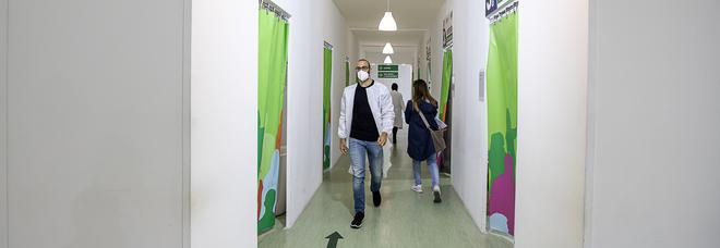 Covid in Campania, oggi 1.118 positivi e 24 morti: l'indice di contagio è stabile al 6,32%