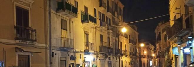 Crolla palazzo disabitato a Maddaloni: nessun ferito, strada chiusa al traffico
