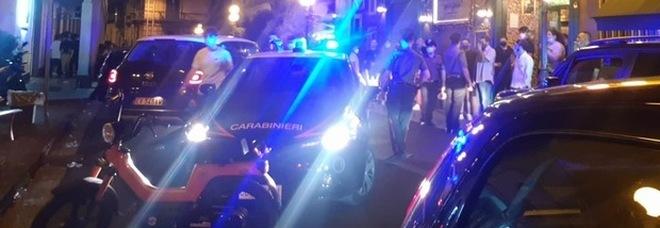 Festa di comunione con 200 invitati e tre musicisti in strada a Napoli: raffica di multe