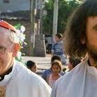 Preti argentini delle favelas difendono Papa Francesco