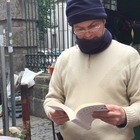 Un «caffè letterario» tra i fiori: Luigi e il suo successo a Chiaia